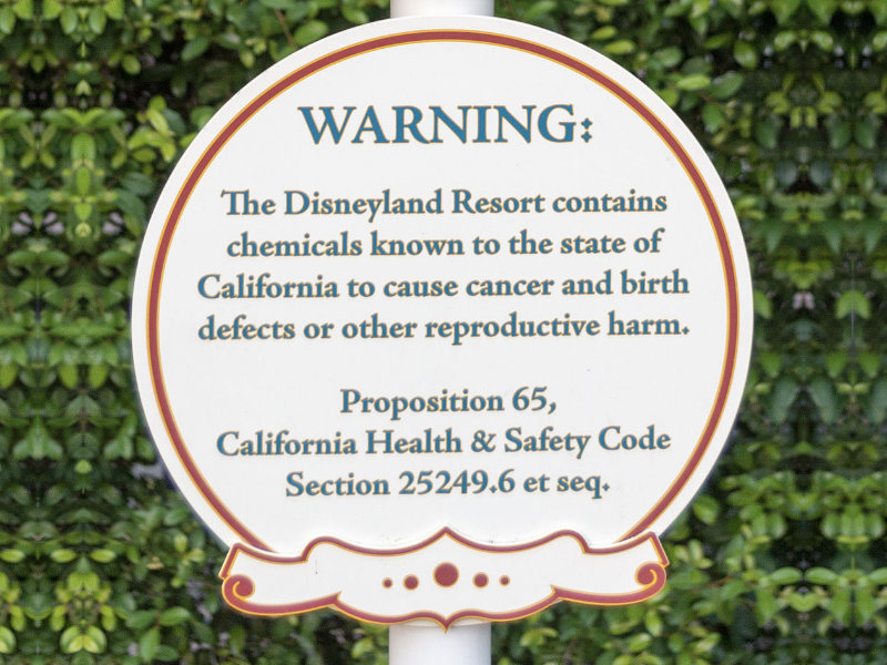 This sign at Disneyland provides a clear warning to visitors in accordance with Prop 65.
